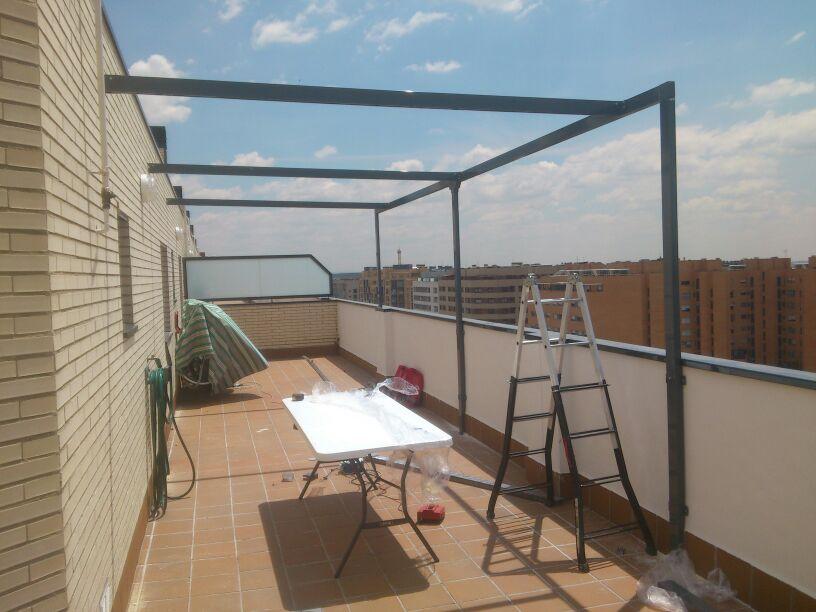 Instalaci n de p rgolas en varios ticos toldos alcorc n - Pergola terraza atico ...