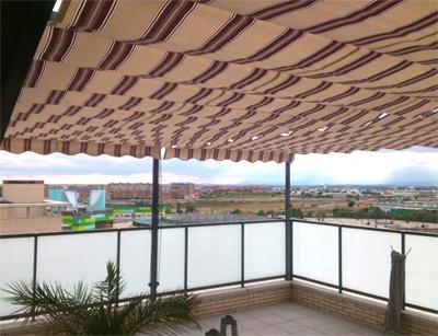 Instalaci n de p rgola sencilla en madrid alcorc n for Toldos para terrazas en azoteas