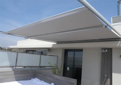 Toldo veranda toldos alcorc n for Rieles para toldos de techo
